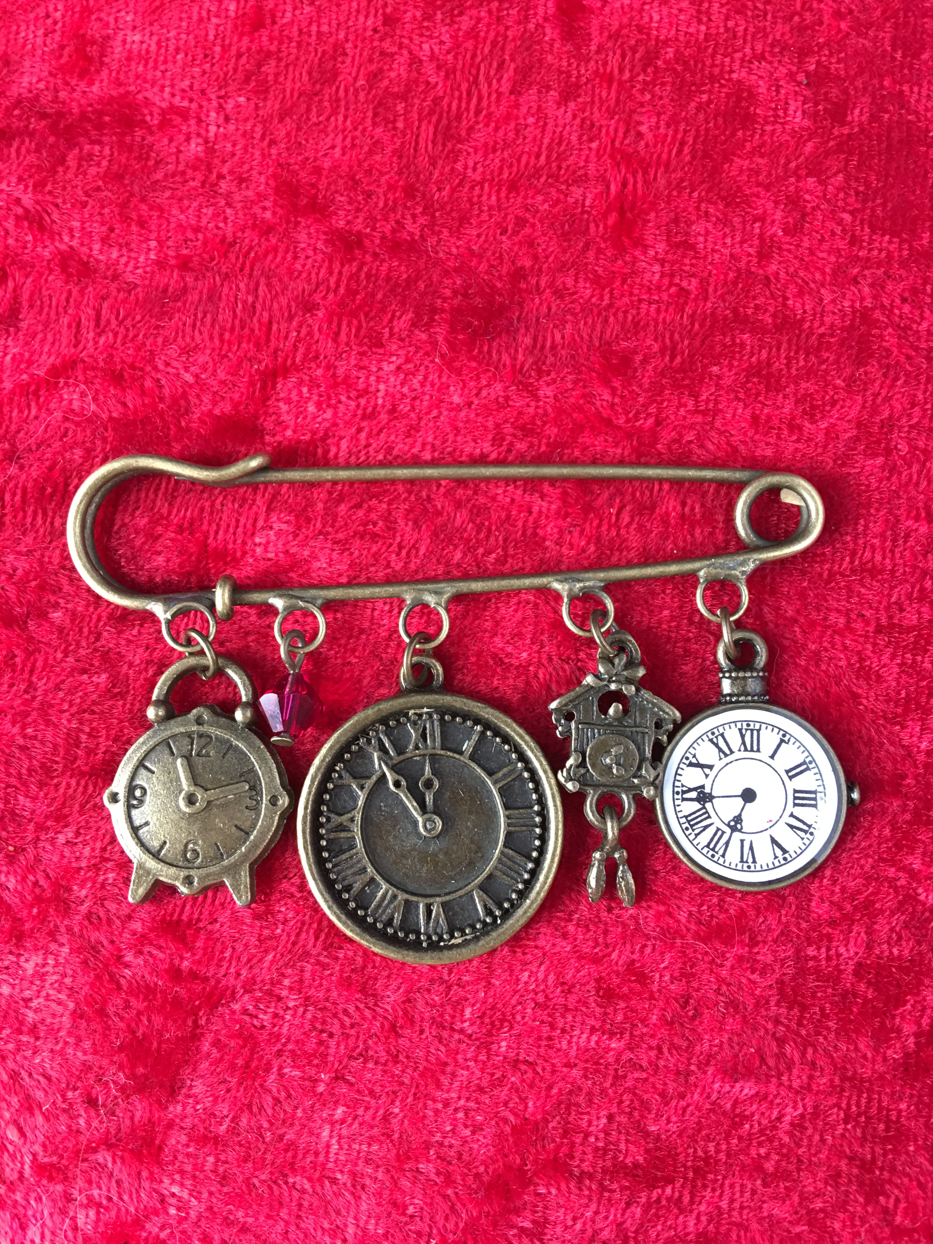 kilt pin brooch clocks