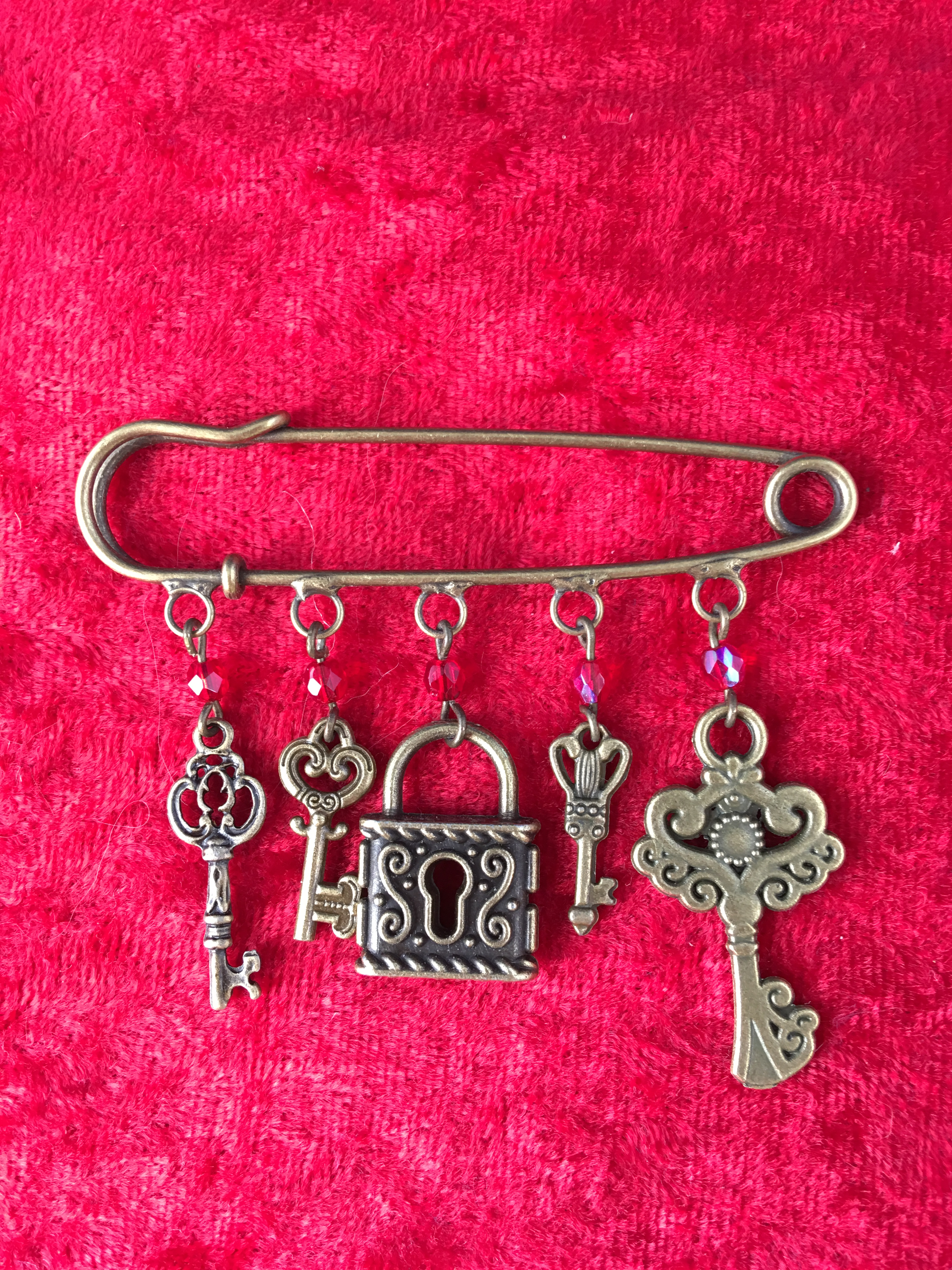 kilt pin brooch lock and key